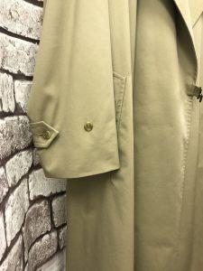 コートの袖口部分