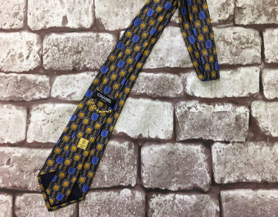 シャネルのネクタイ